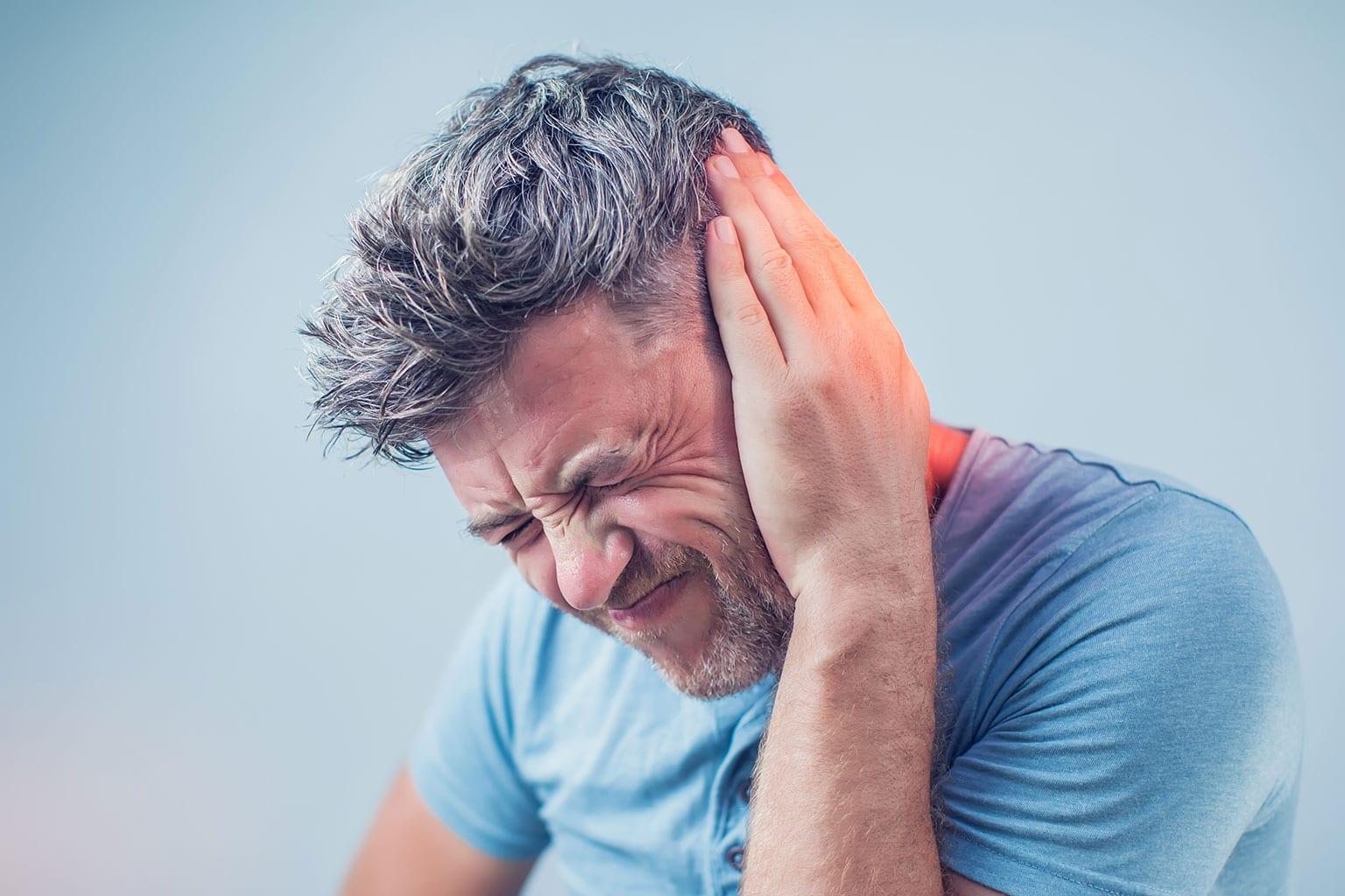 """سبب غير متوقع لـ"""" طنين الأذن"""" المفاجئ وفي هذه الحالة يجب زيارة الطبيب!"""
