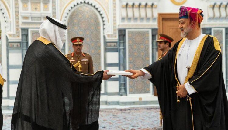 عبدالله بن سعود العنزي والسلطان بن هيثم