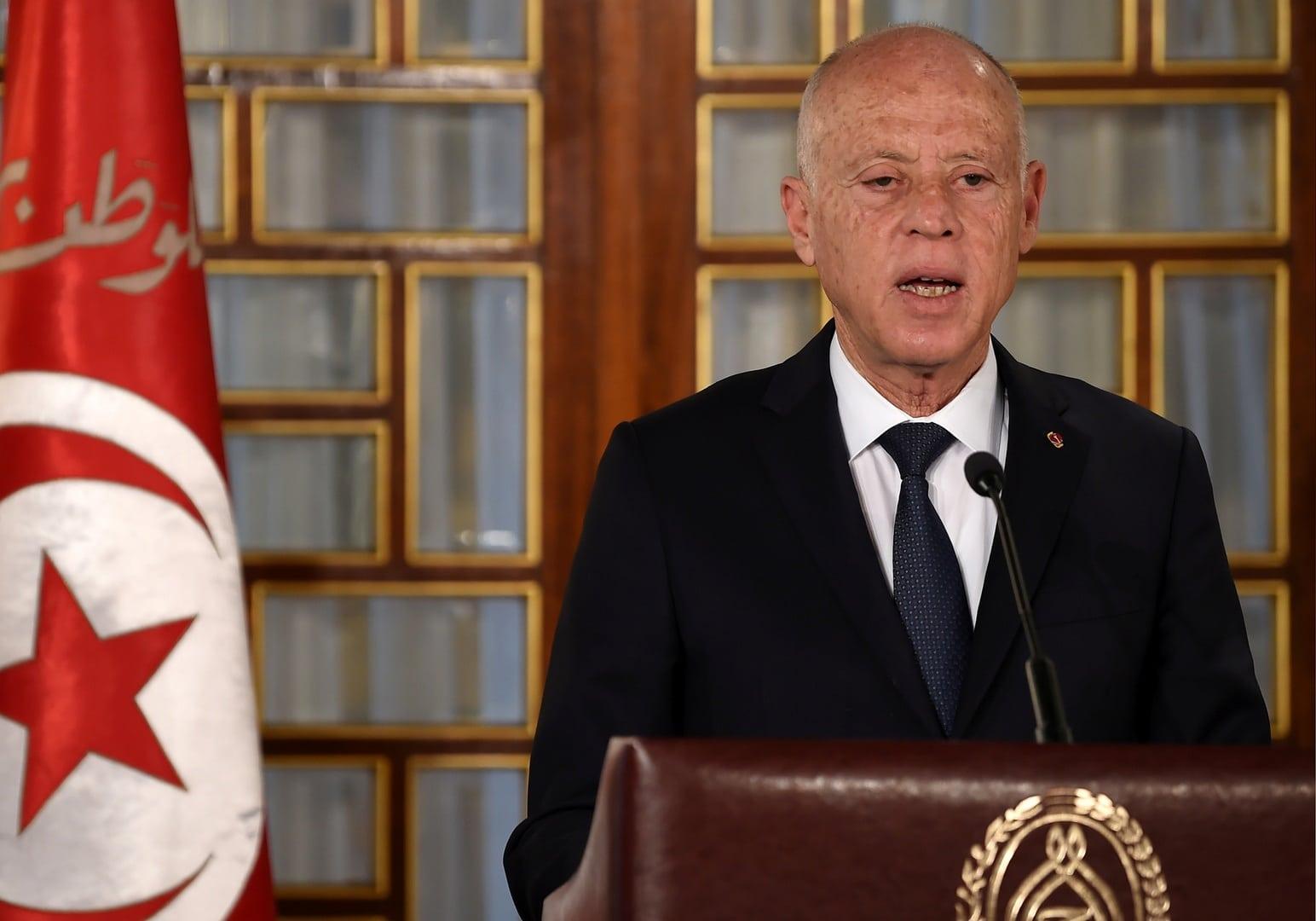 قيس سعيد يقيل مسؤولين كبار في تونس