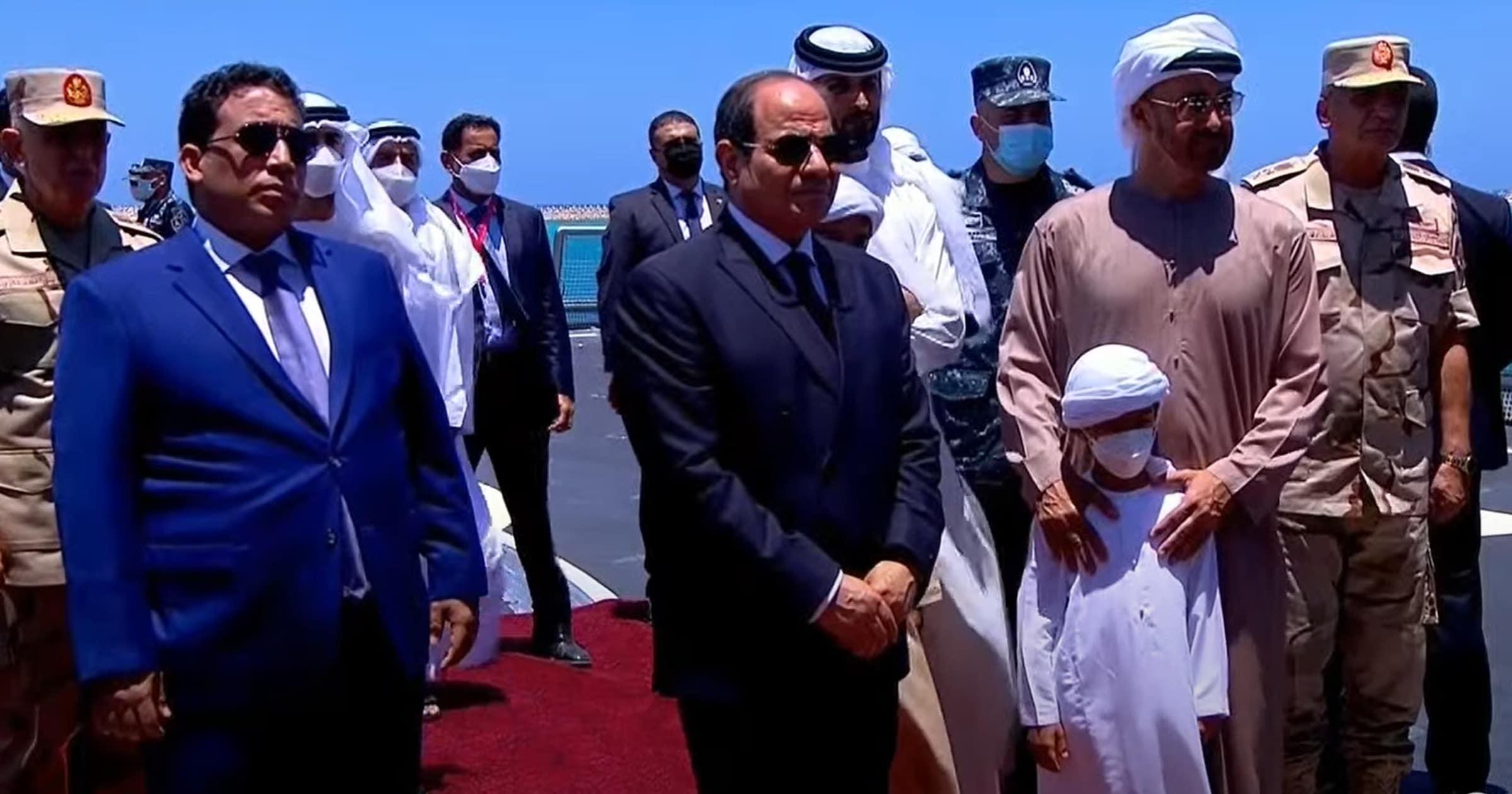 """شاهد ما فعله السيسي مع أحفاد محمد بن زايد أثناء افتتاح قاعدة """"3 يوليو"""""""