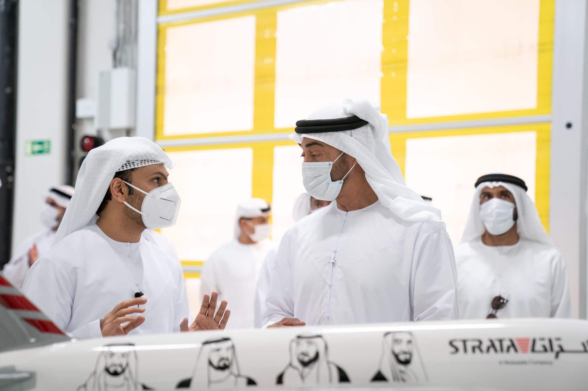 إيكونوميست: حقائب الأموال تسبق الفارين إلى الإمارات وابن زايد يحتفظ بالجوكر ودحلان يساعده