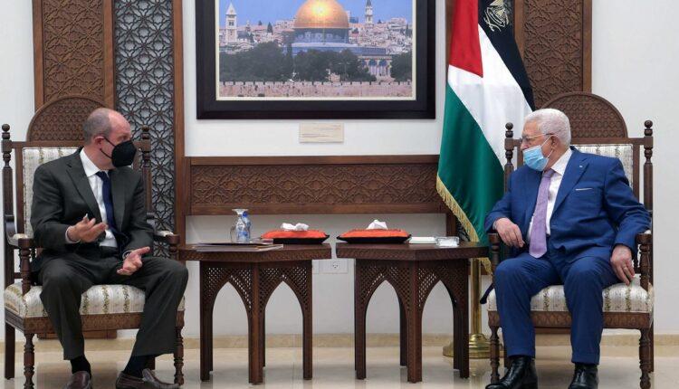 محمود عباس وهادي عمرو
