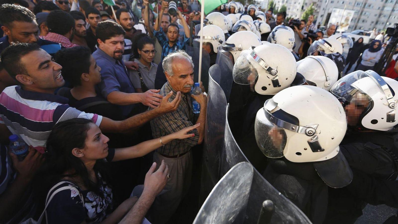 مظاهرات غاضبة في الضفة الغربية ضد رئيس السلطة الفلسطينية محمود عباس