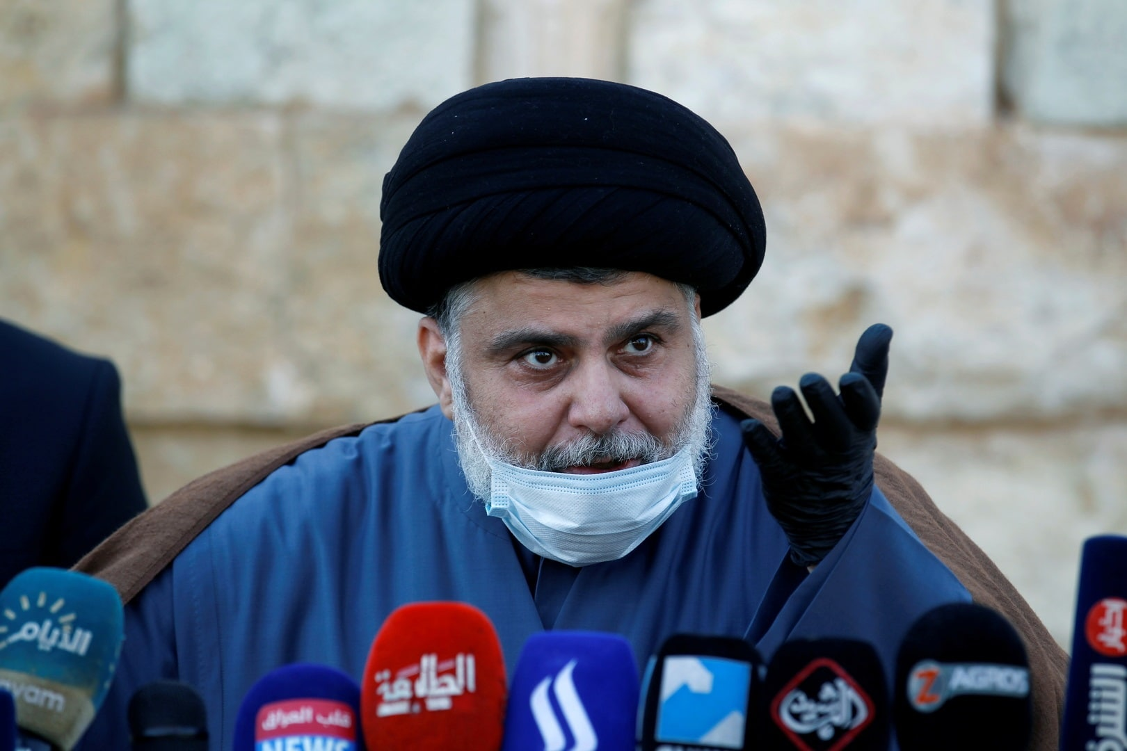 عراقيون يفدون مقتدى الصدر بأرواحهم في حملة أطلقوها عقب قوله (أبشركم بقرب موتي)