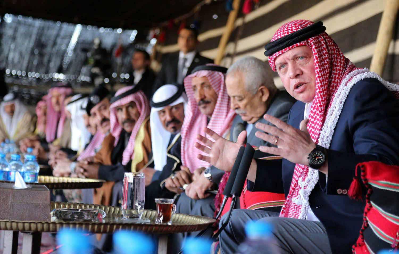 الملكة رانيا جعلته محبوباً في أوساط الفلسطينيين.. صحيفة تقترح على ملك الأردن هذه الحلول لإرضاء شعبه