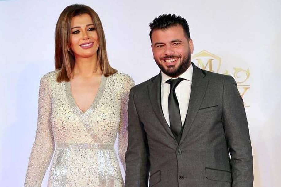 زوجة نجم الأهلي السابق عماد متعب تثير الجدل بفستان أصفر مكشوف (صور)