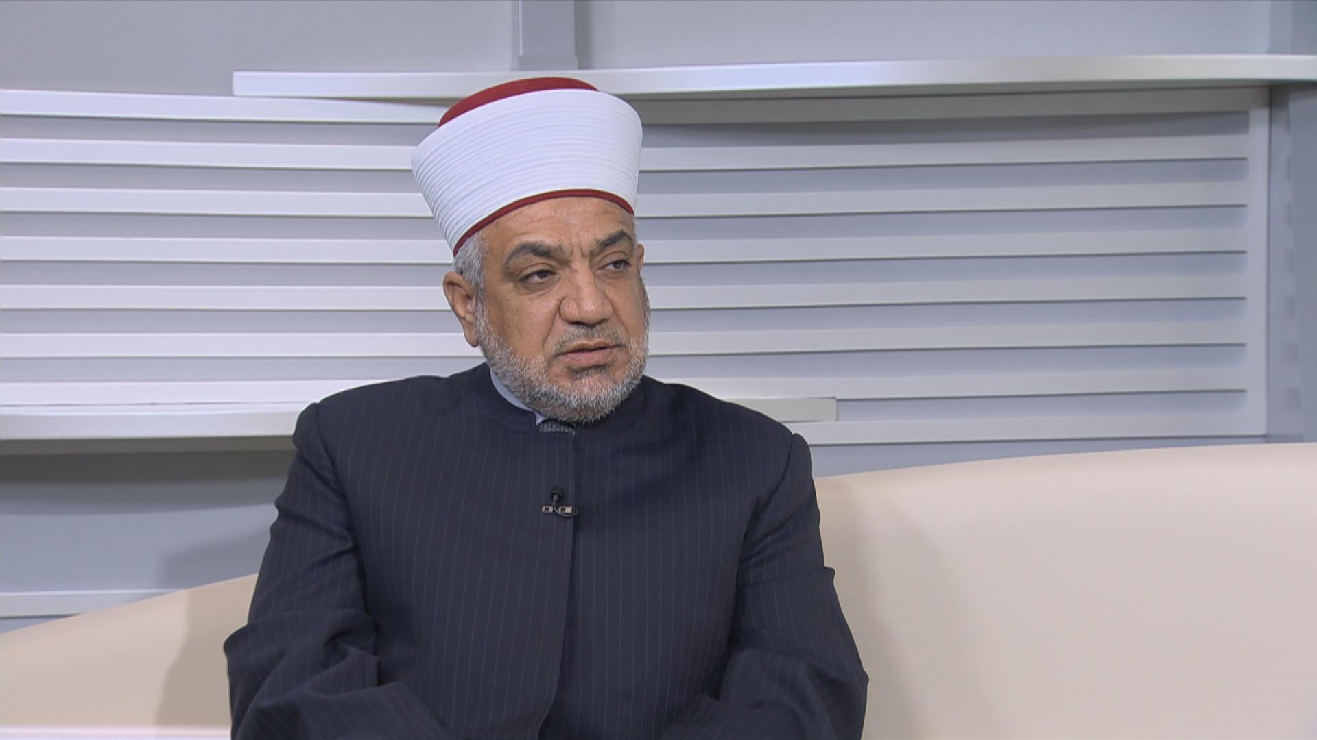 """وزير الأوقاف الأردني يرد على منتقدي خطبة الجمعة: """"يحملون الفكر الداعشي"""""""