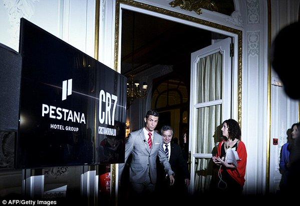 """رونالدو يفتتح أحد سلسلة فنادقه الشهيرة """"بيستانا CR7"""" خارج أوروبا (صور)"""