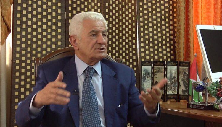 عباس زكي يهاجم محمد بن زايد
