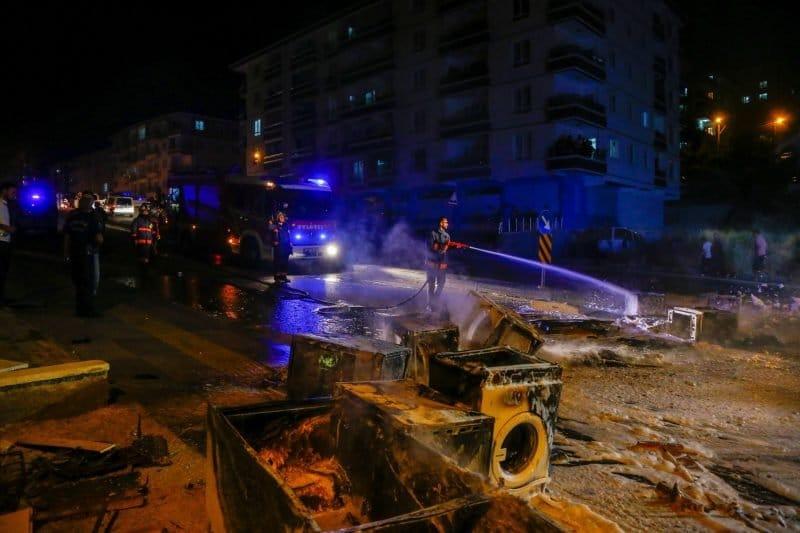 أتراك يهاجمون الاجئين السوريين
