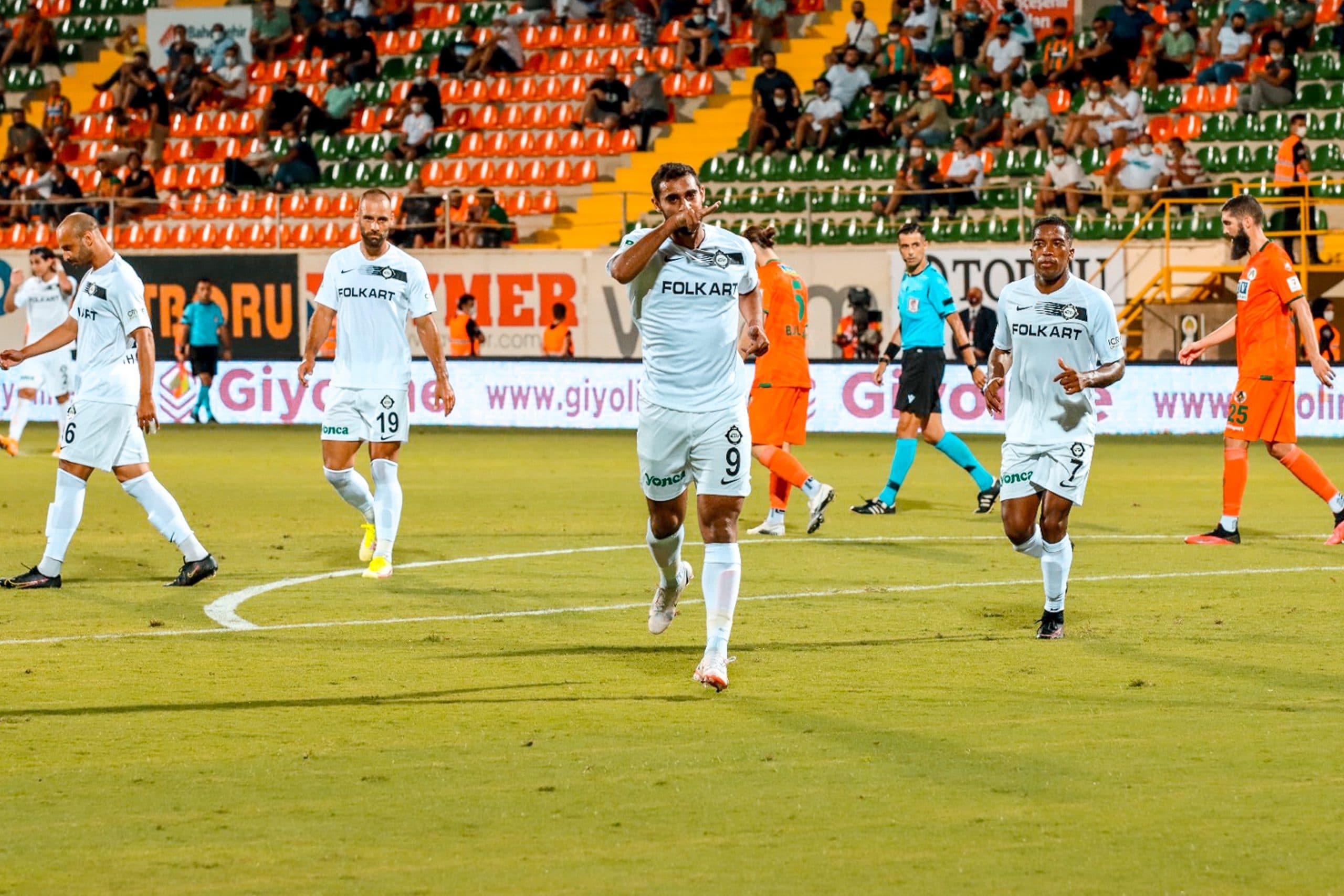 احتفال أحمد ياسر ريان بعد تسجيله أولى أهدافه في الدوري التركي