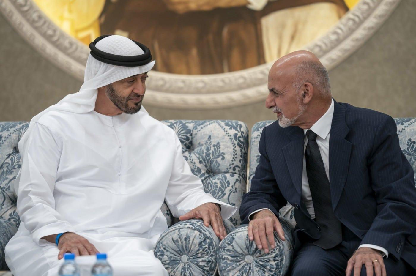 طالبان تدعو الهارب أشرف غني لإعادة الأموال المنهوبة معه إلى الإمارات