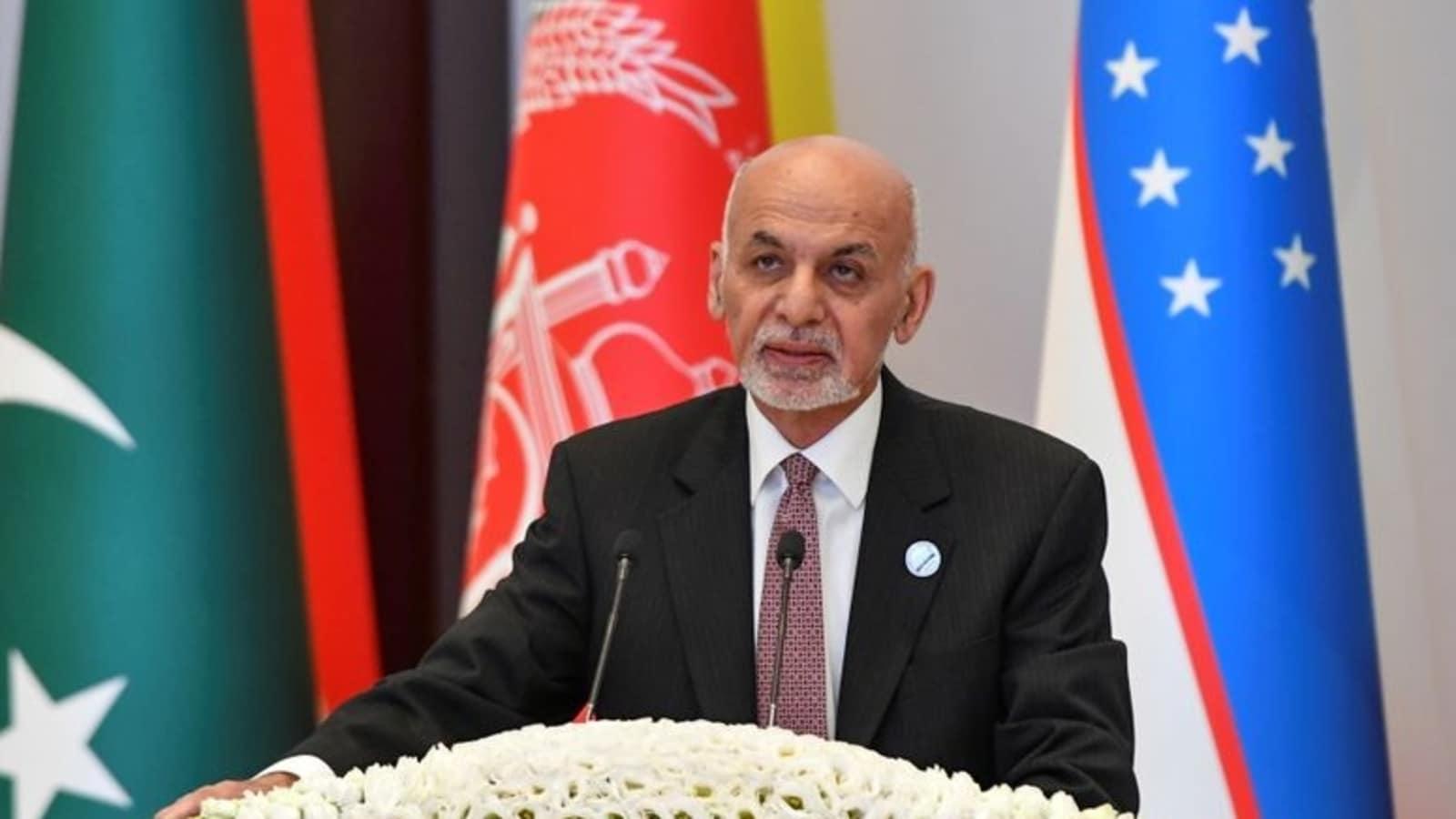 أشرف غني وصل سلطنة عمان بعد هروبه واقتحام طالبان قصر الحكم بكابل