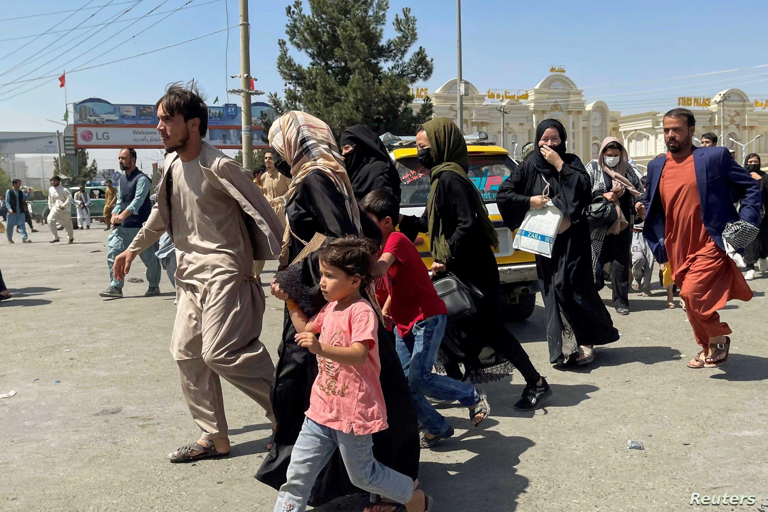 هل هرب جنود الإمارات البواسل بزي نساء أفغانيات من كابل.. شاهد الصورة التي أثارت ضجة واسعة