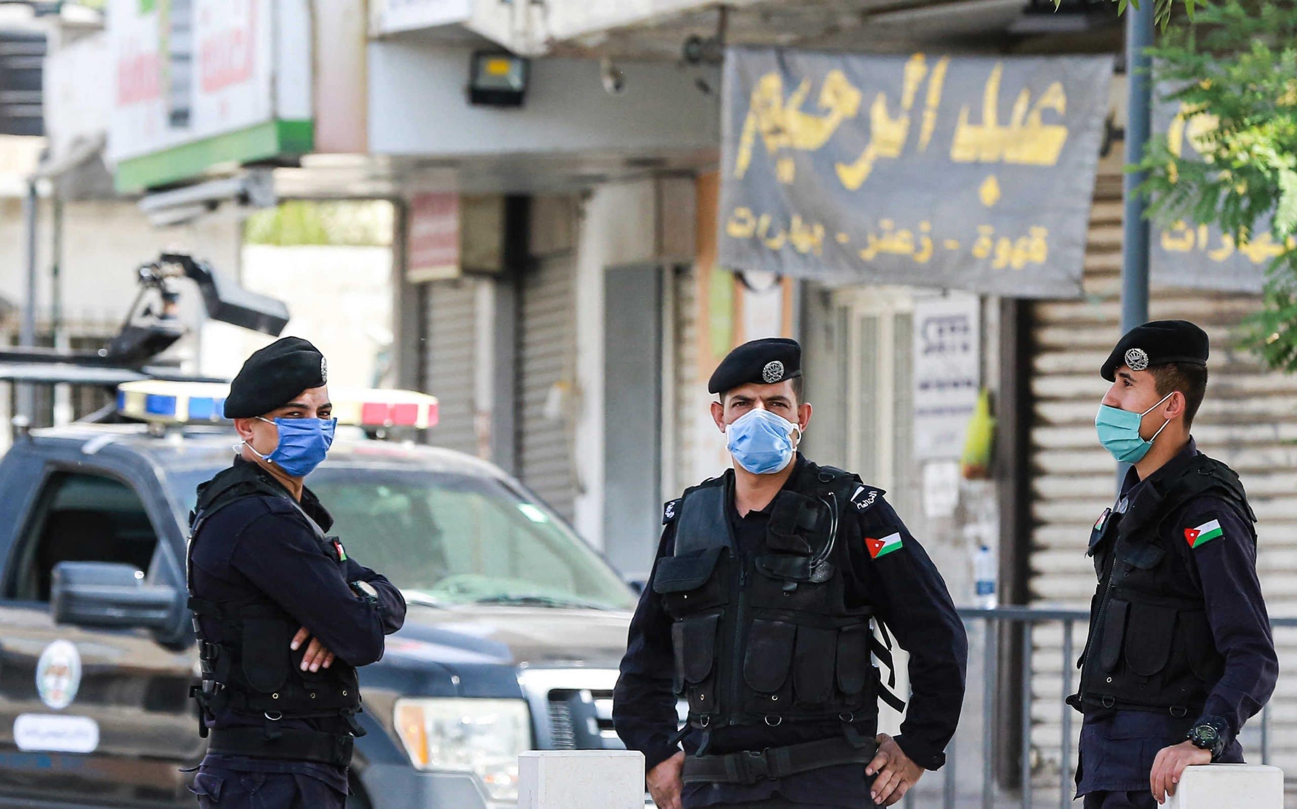الأمن الأردني فتح تحقيقاً بوفاة شخص بعد تعرضه للطعن على يد شقيقتيه في العقبة