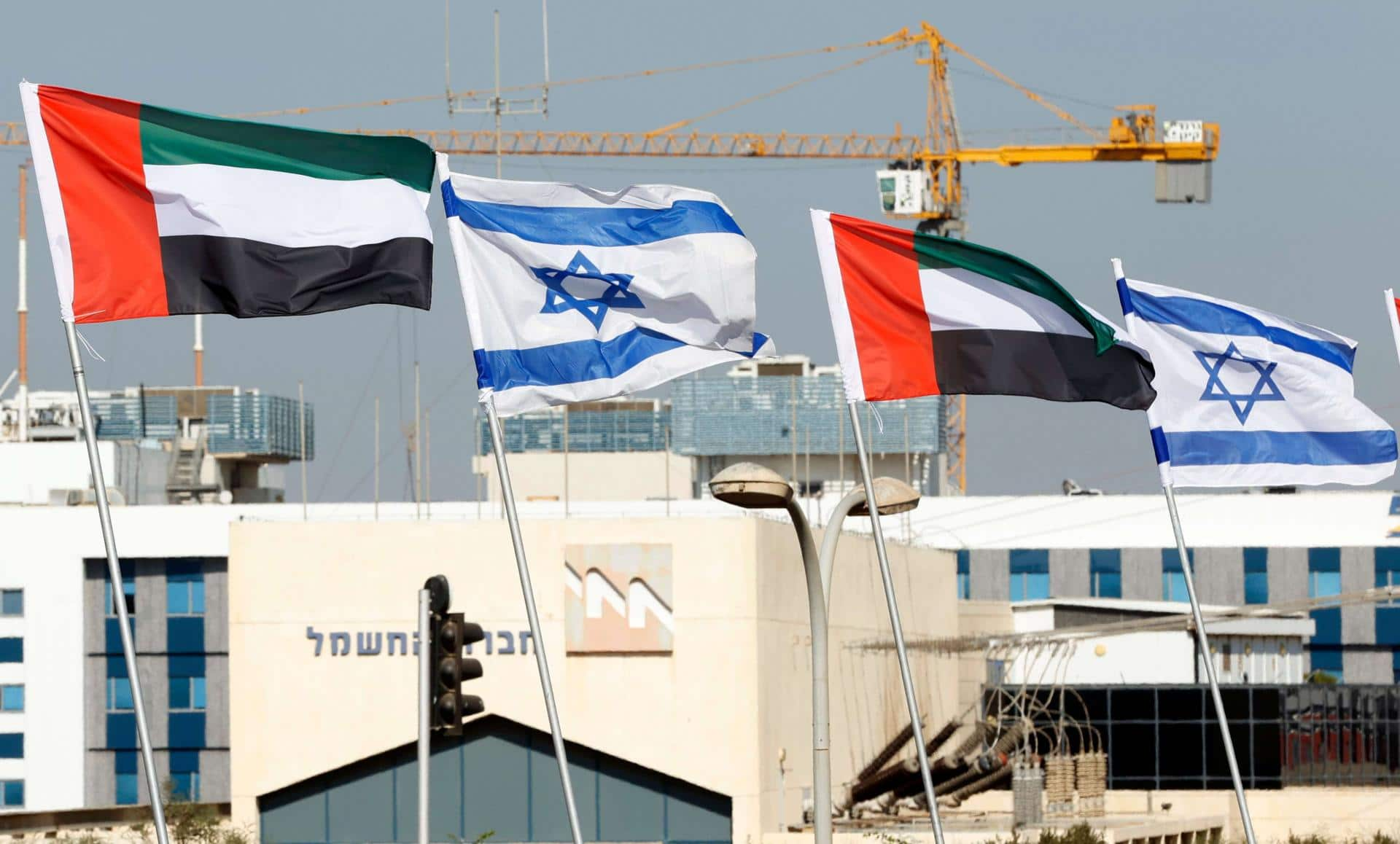 الإمارات ترحل الفلسطينيين