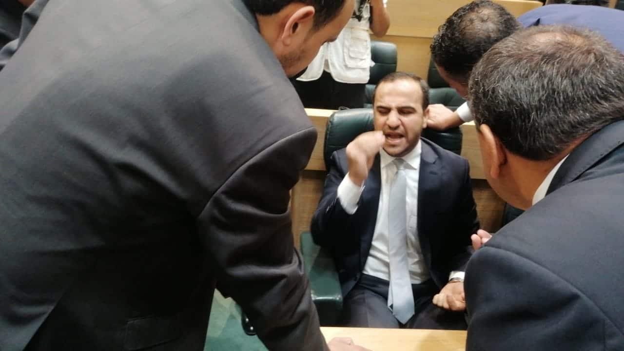 بشر الخصاونة يغضب ويغادر البرلمان الأردني