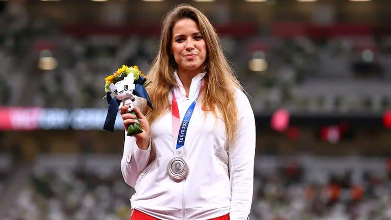 البطلة البولندية ماريا أندريجك والتبرع بميداليتها الفضية