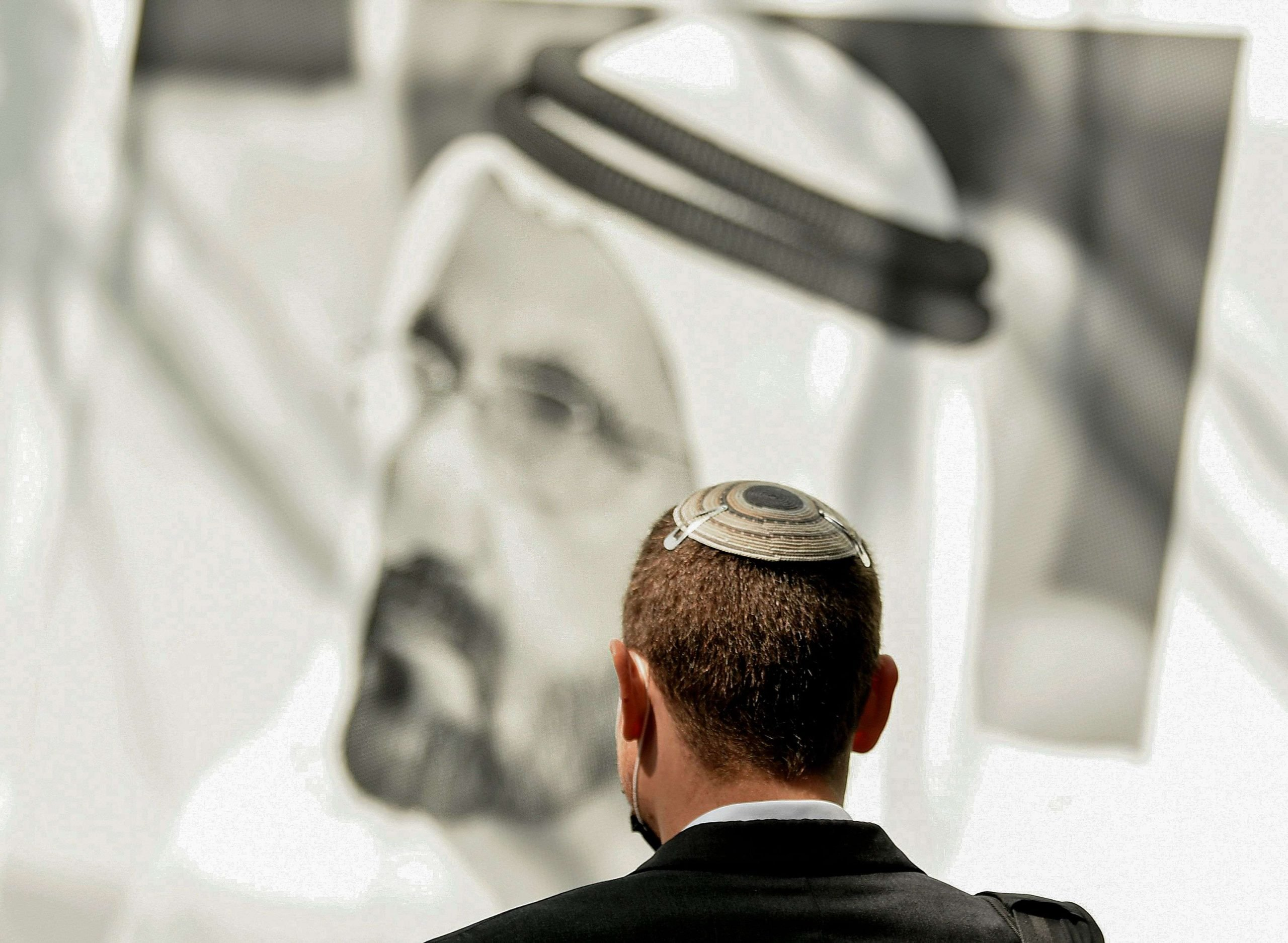 مسؤولون إماراتيون كبار يتربحون من التبادل التجاري مع إسرائيل ولهم نصيب الأسد