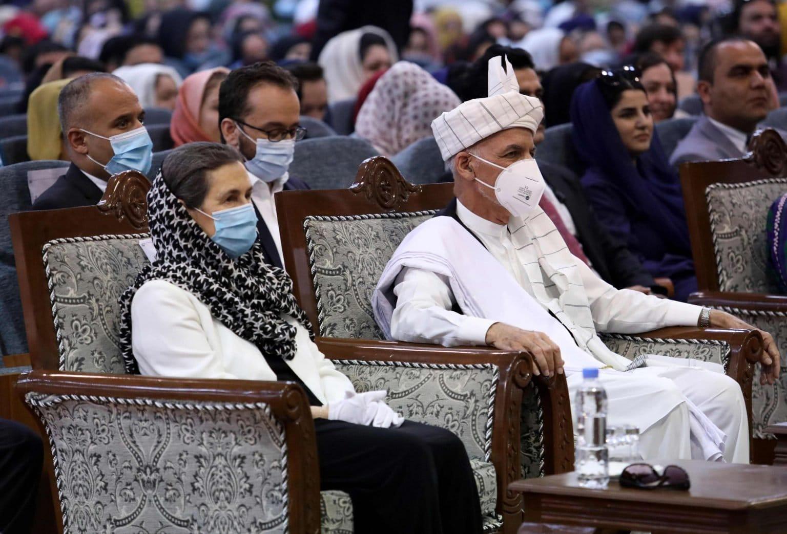 رولا سعادة.. زوجة الرئيس الأفغاني الهارب أشرف غني لبنانية مسيحية (شاهد)