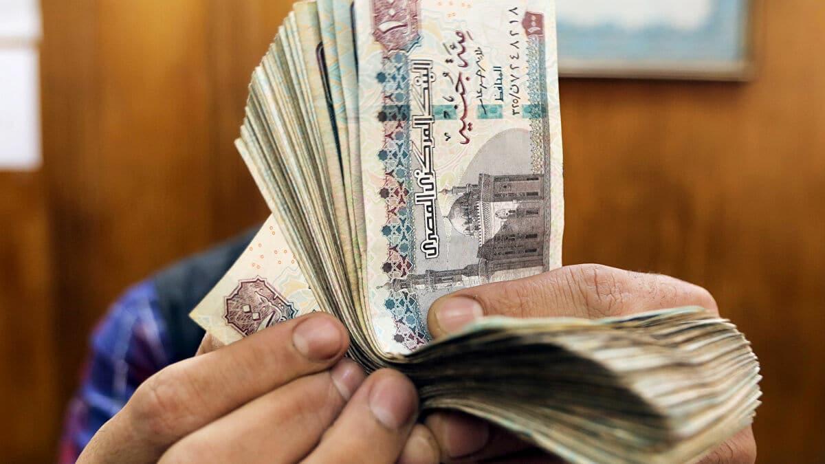 العملة المصرية الجديدة تثير ضجة بعد تزينها بعلم المثليين