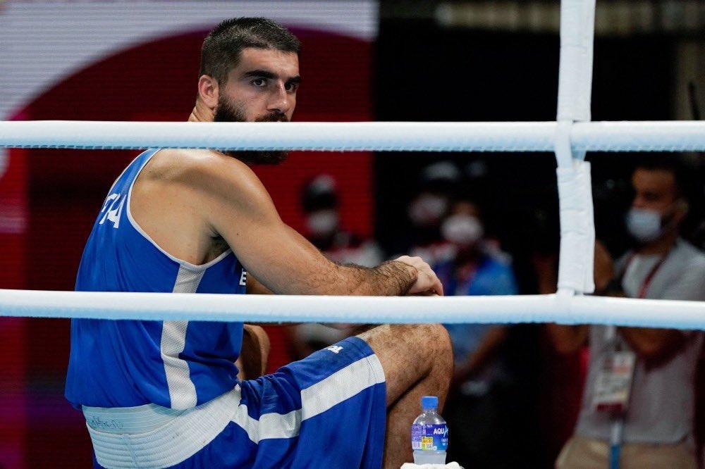 الملاكم الفرنسي مراد علييف والتعارك مع حكم نزال في أولمبياد طوكيو