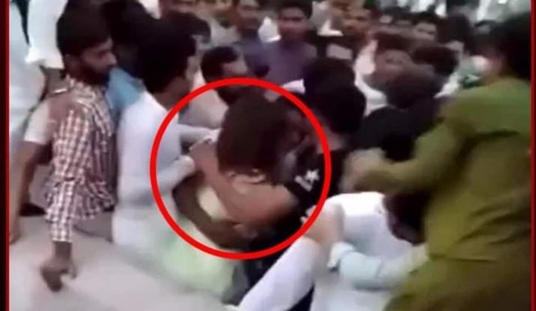 400 رجل يعتدون على فتاة باكستانية بوحشية