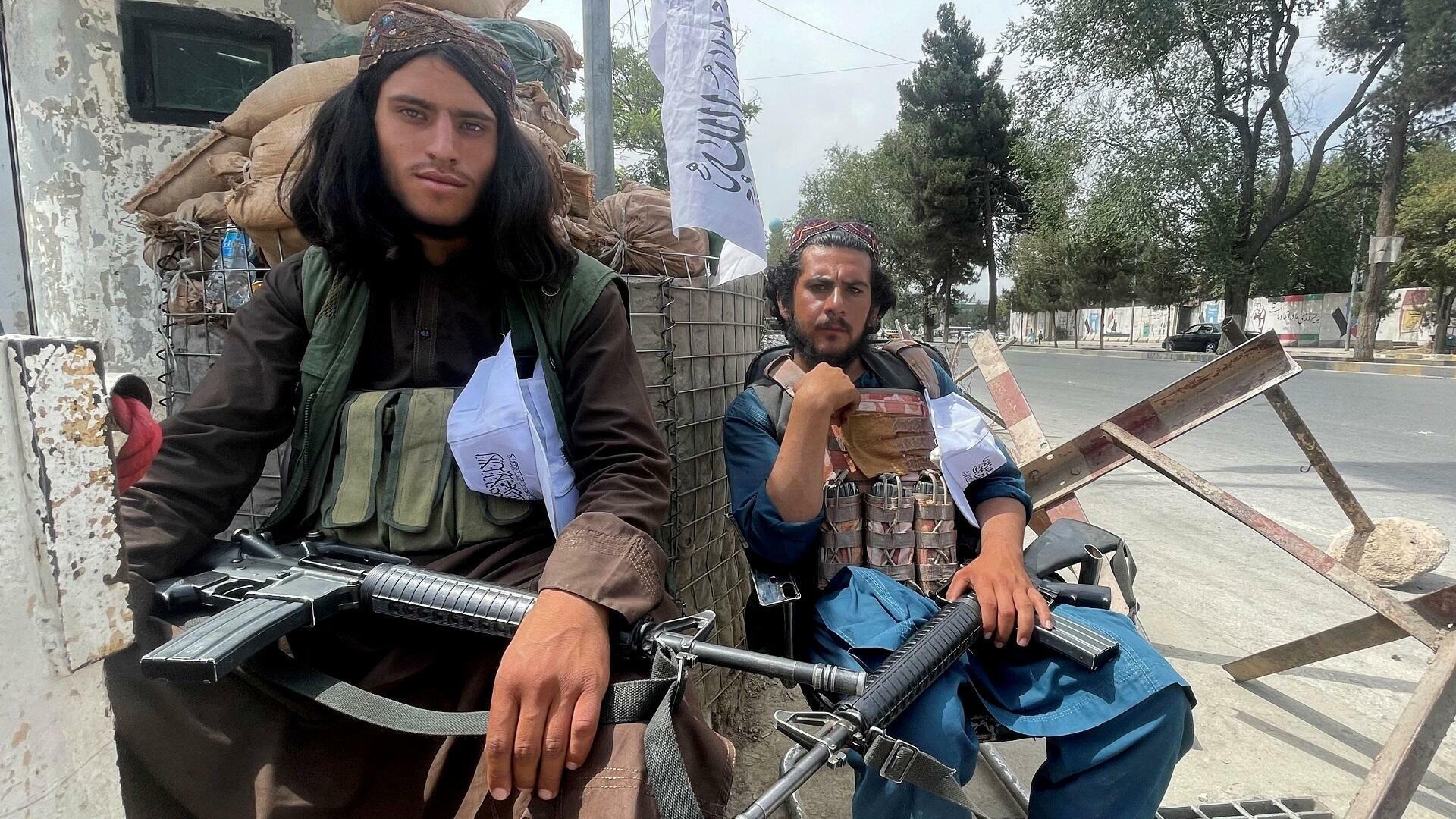 نيويورك تايمز: هذه أسباب انتصار طالبان السريع على النظام الذي صنعته أمريكا بأفغانستان