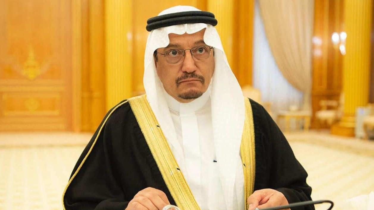 حساب سعودي يكشفتفاصيل تهديد وزير التعليم حمد آل الشيخ: أما الدفع أو تفعيل ملفات الفساد