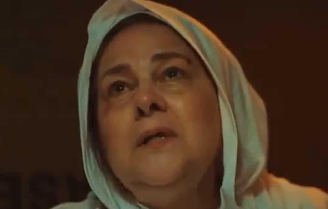 آخر مشهد للفنانة دلال عبد العزيز قبل مرضها ووفاتها كأنها تودع الدنيا (شاهد)