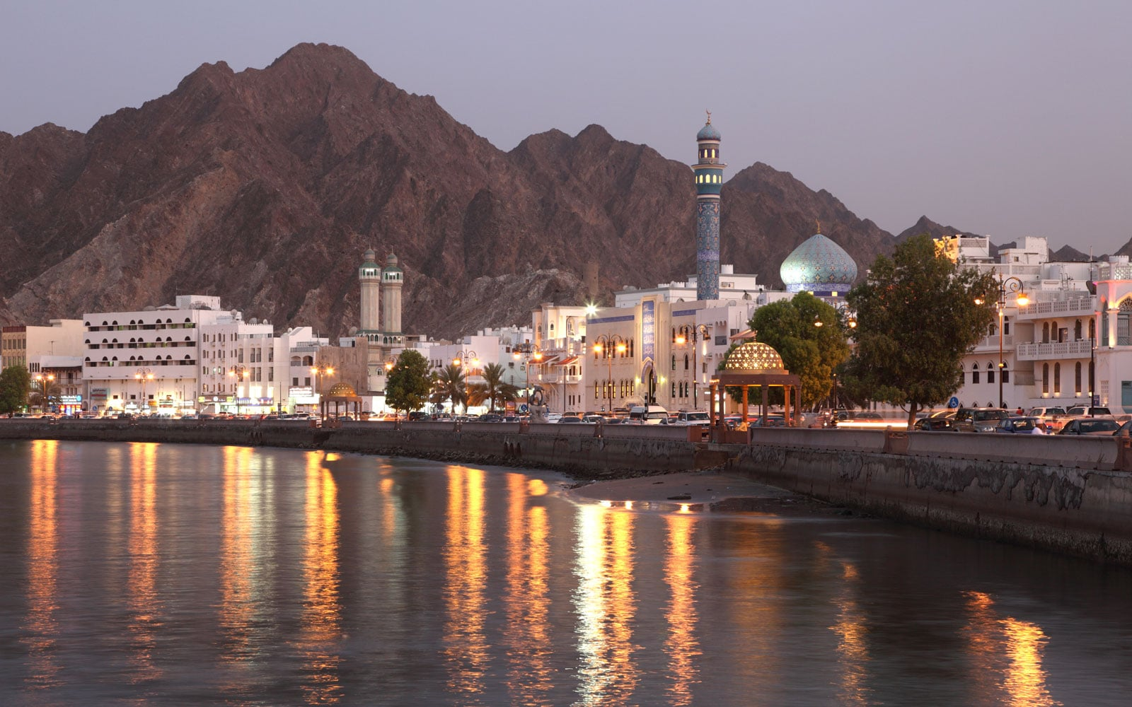 """حساب """"الشاهين"""" العُماني يكشف خبايا الزج باسم عُمان بشبكة """"تهريب النفط"""" وفرض عقوبات أمريكية على مواطن عماني"""