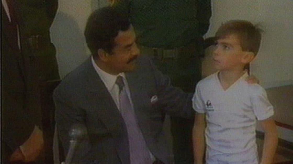 صدام حسين وطفل بريطاني