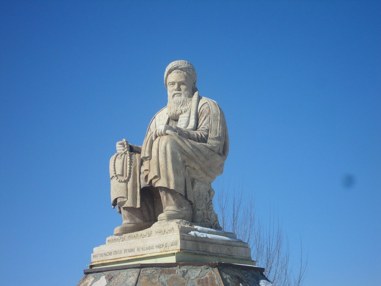 طالبان تدمر تمثال قائد شيعي حاربها في التسعينيات (شاهد)