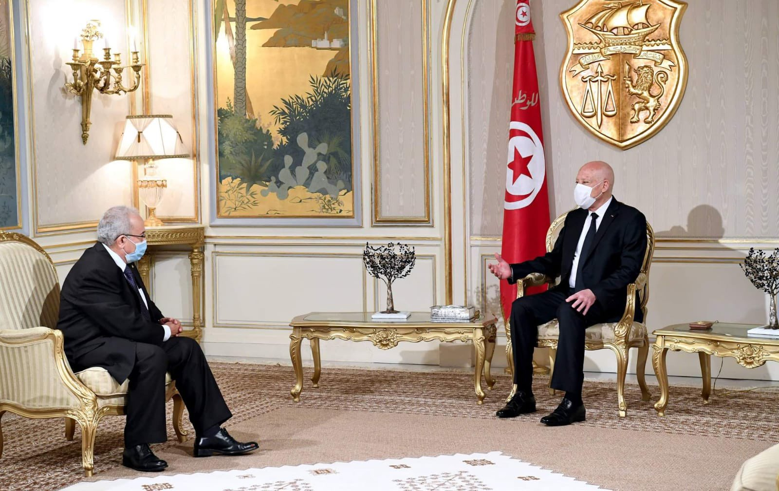 الجزائر توضح موقفها الرسمي من انقلاب قيس سعيد بعد انتشار خبر كاذب أثار بلبلة