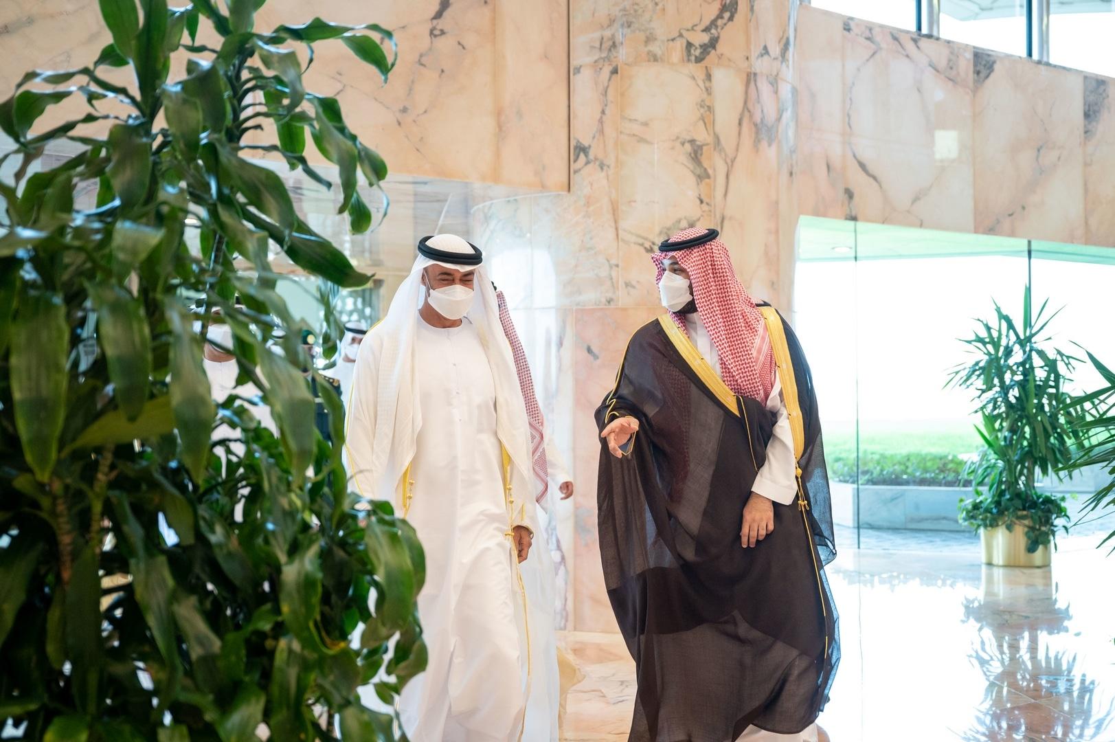 عبدالخالق عبدالله يُقر بتوتر العلاقة بين الرياض وأبوظبي