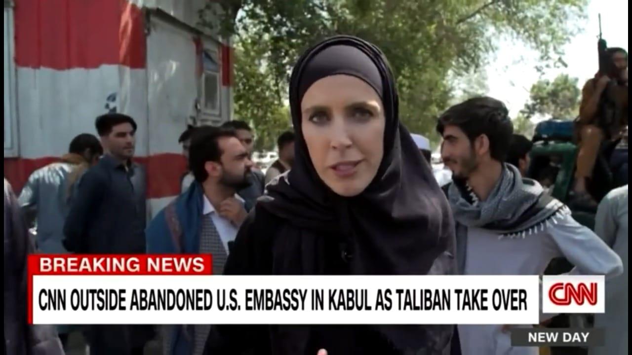 مراسلة سي ان ان تكشف هذا الأمر عن صورتها بالحجاب من أفغانستان بعد الضجة التي أثارتها
