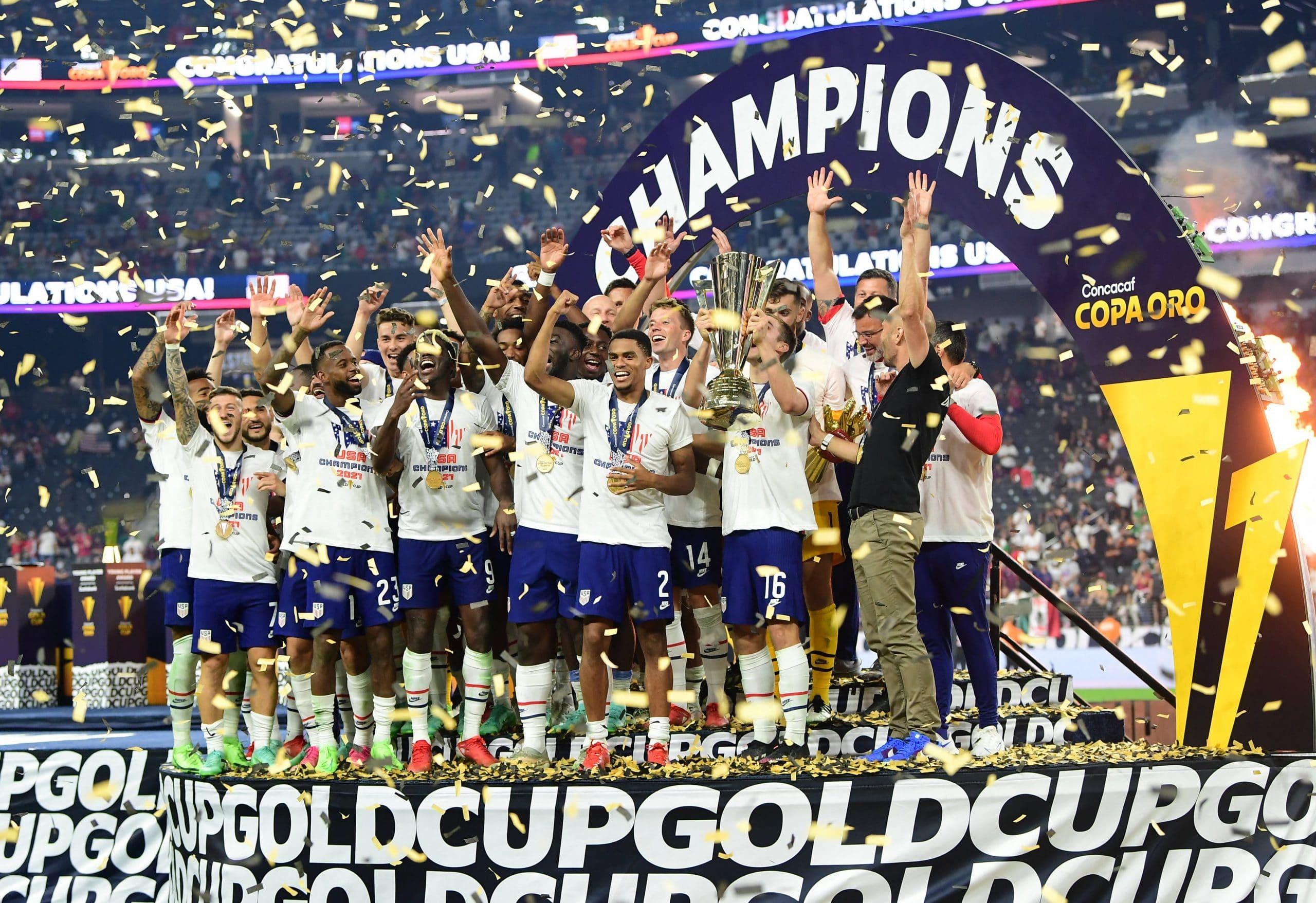 احتفال منتخب أمريكا بالتتويج بلقب كأس الذهبية