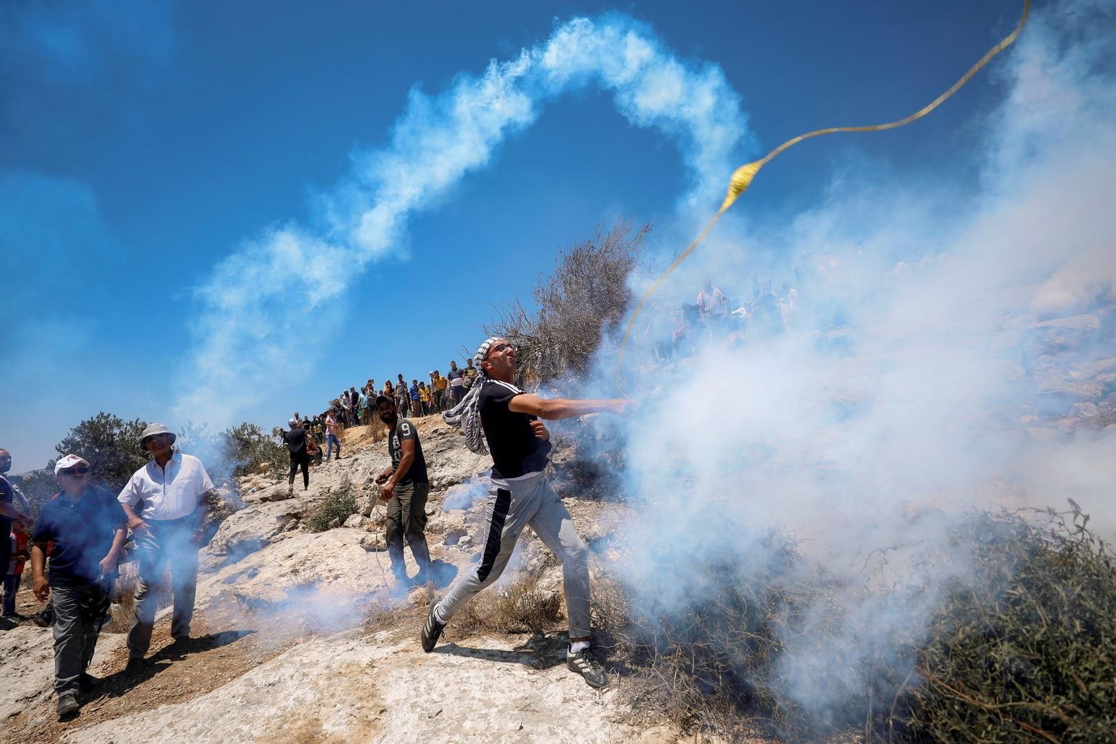"""اخترقت الرصاصة صدره.. استشهاد فلسطيني في نابلس يشعل مواجهات واسعة """"شاهد"""""""