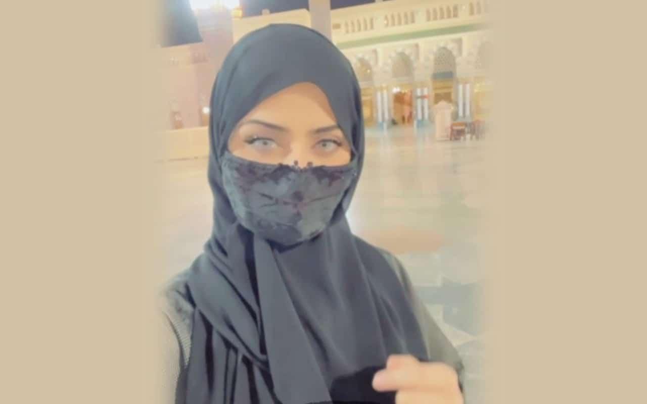 الفنانة السعودية نيرمين محسن ترتدي الحجاب
