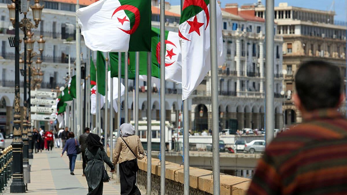 هل أطلقت الجزائر النار على قدمها في أزمتها مع المغرب.. تقرير فرنسي يكشف التفاصيل كاملة