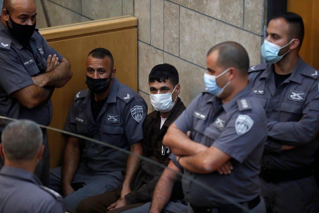 الأسير محمود العارضة يبعث رسالة لوالدته بعد اعادة اعتقاله