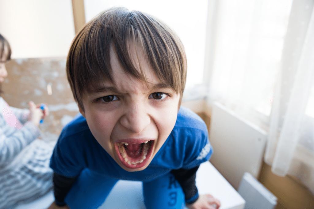 هكذا يمكنك السيطرة على نوبات الغضب لدى طفلك