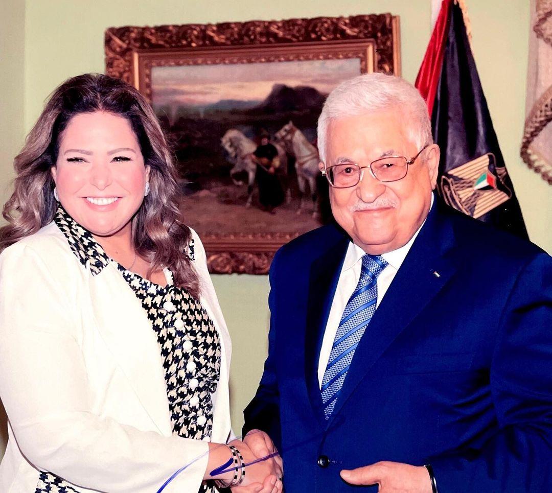 الفنانة صابرين والرئيس الفلسطيني محمود عباس