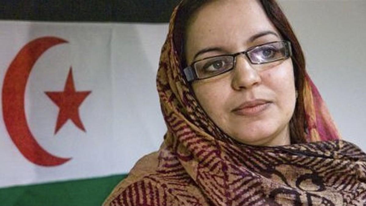 """موقع إسباني ينشر قصة الناشطة الصحراوية """"سلطانة جايا"""" ويُحرج ملك المغرب محمد السادس"""