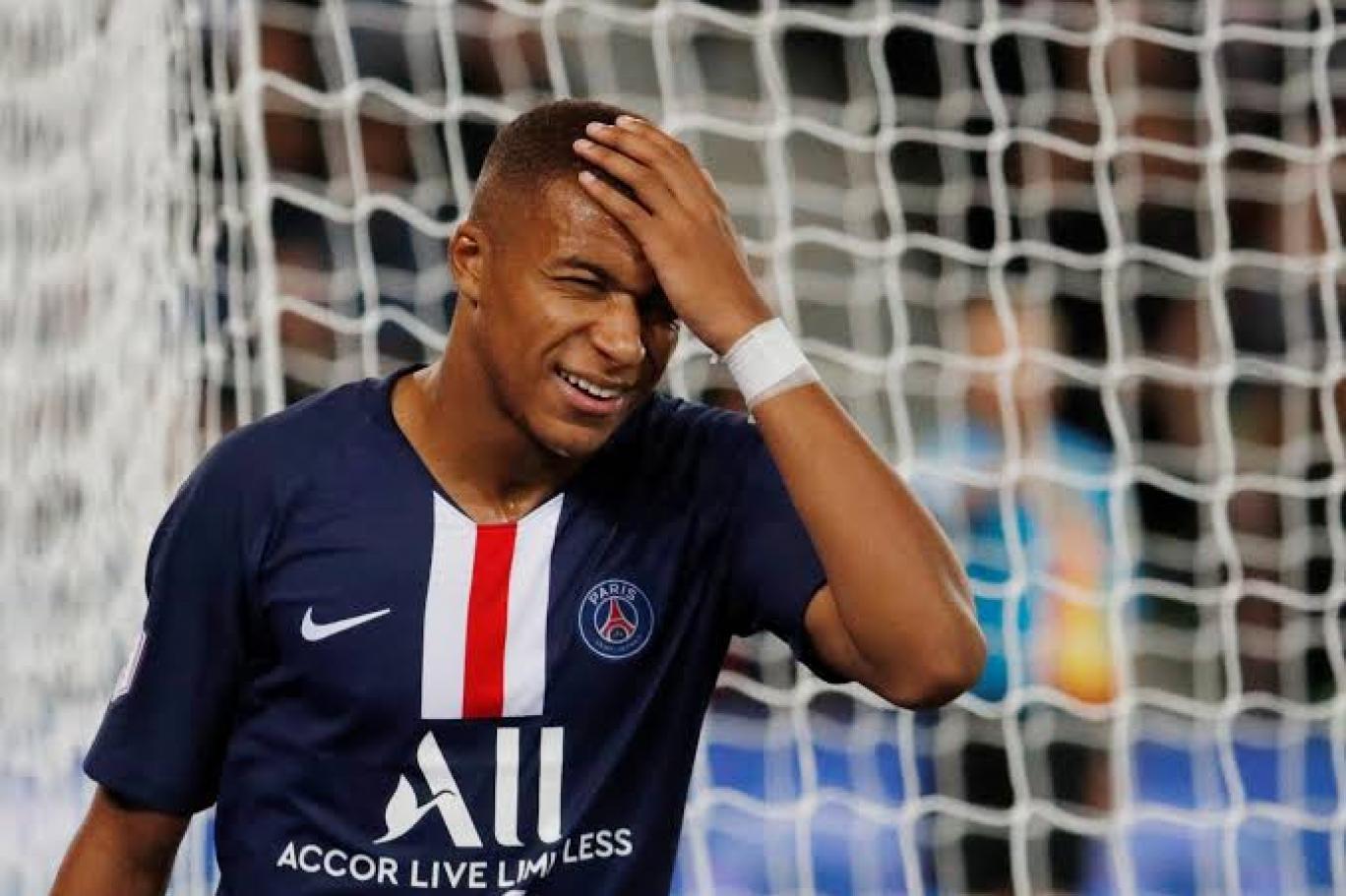 باريس سان جيرمان ينفي تلقيه عرضًا مغريًا من ريال مدريد لضم مبابي
