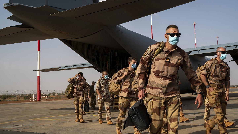 جنود عملية برخان الفرنسية يستعدون لمغادرة مالي