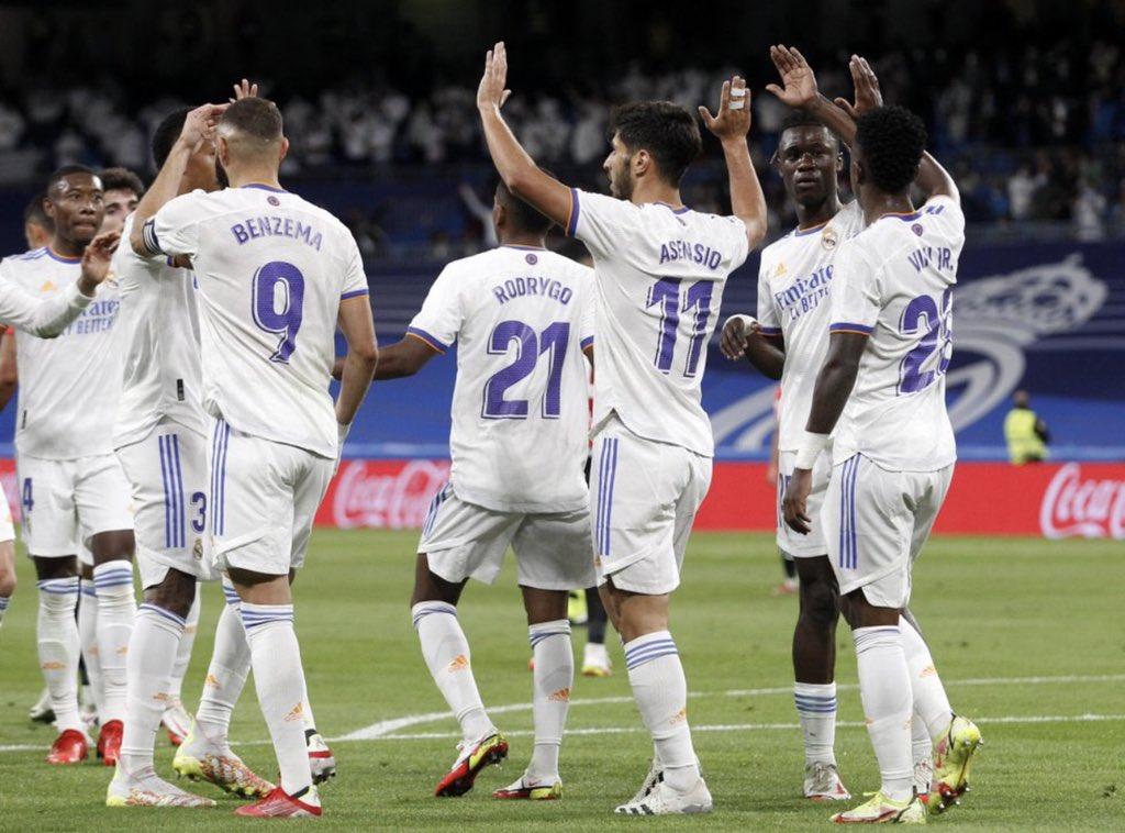 احتفال ريال مدريد بأحد أهدافه في شباك مايوركا في الدوري الإسباني