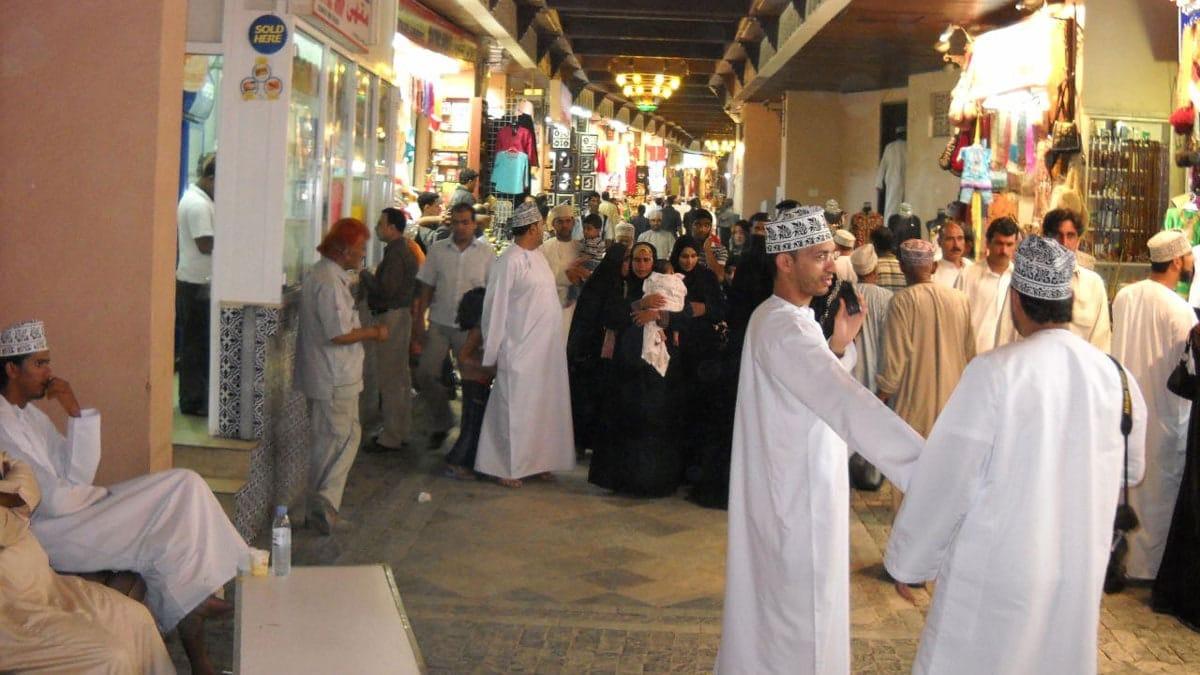 تسريح عمال خزف عمان يثير ضجة في السلطنة