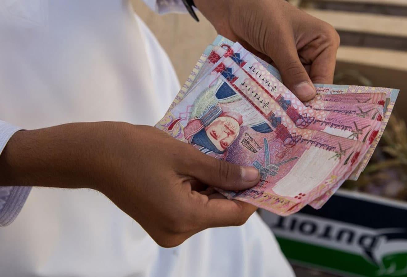 سلطنة عمان تجني ثمار الإصلاحات وتسدد جزء من ديونها في أول 7 أشهر من العام الجاري