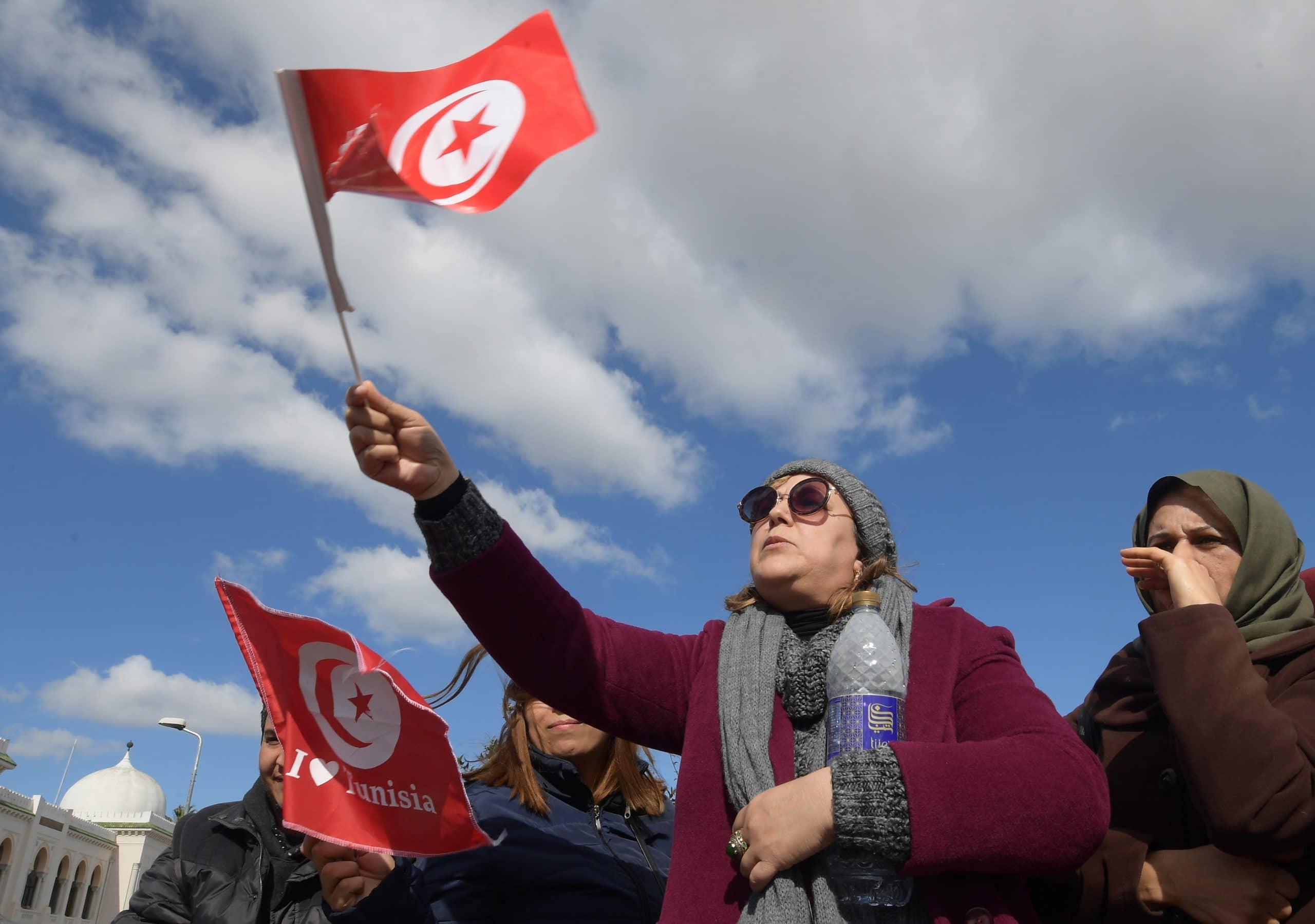 شاب تونسي يحرق نفسه أمام مقر الداخلية